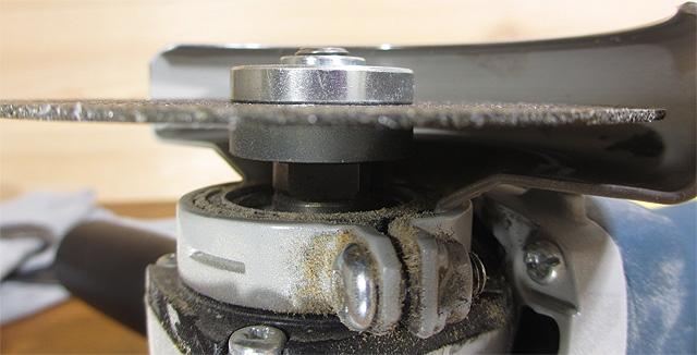 機械についた木粉