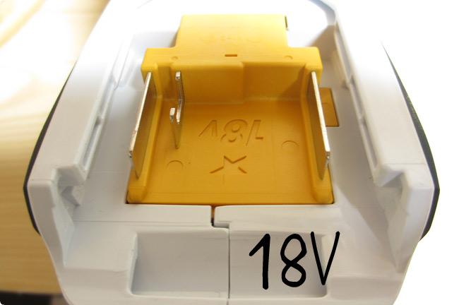 18Vバッテリー差込口