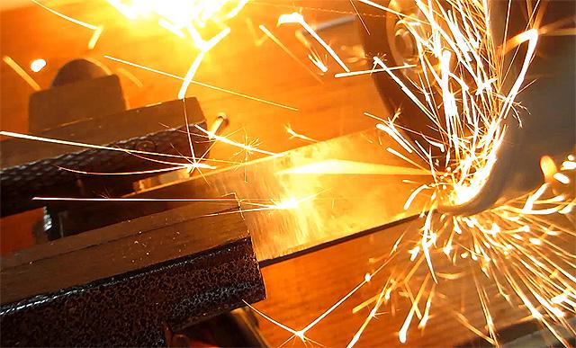 グラインダーの火花