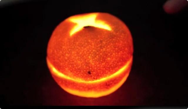 幻想的なオレンジキャンドル