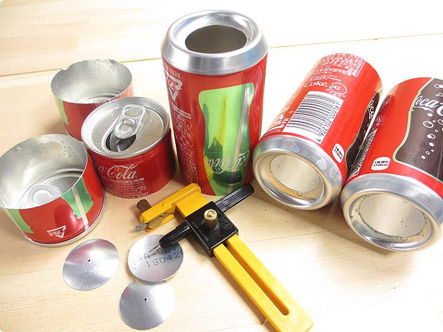 コンパスカッターで空き缶に穴を開ける方法