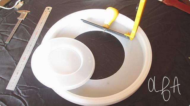 円切りカッターで蓋に穴を開ける