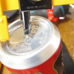 アルミ缶に穴を開ける