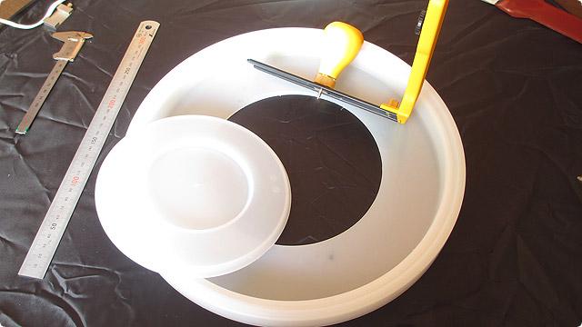 プラスチックに大きな穴を綺麗に開ける方法
