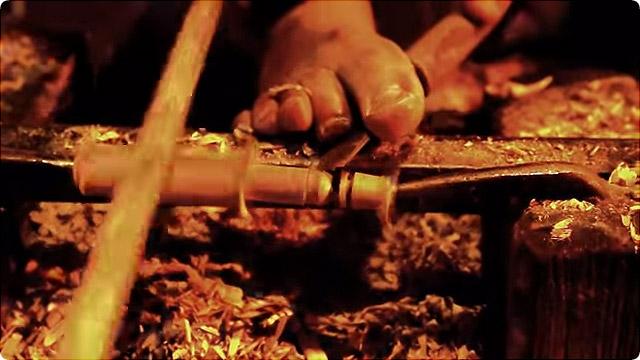 すごい早業 足神業!モロッコの木工細工職人