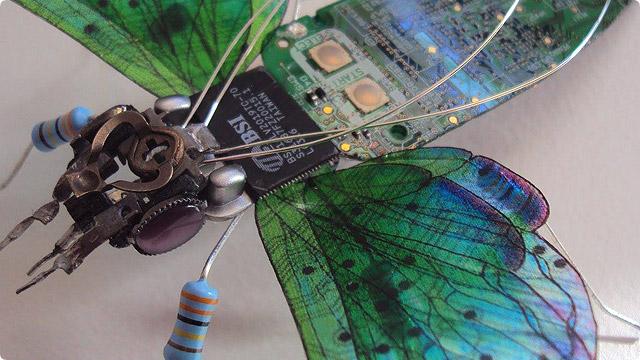 電子部品で作られた虫
