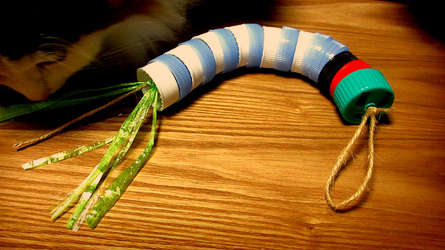 ペットボトルのキャップで作れる猫用おもちゃ
