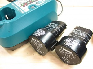 DF330DWX_充電器とバッテリー