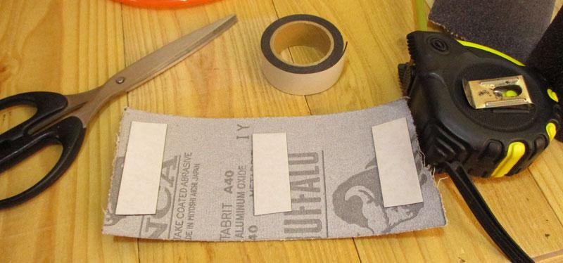 回転タンブラー(両面テープでサンドペーパー貼り)