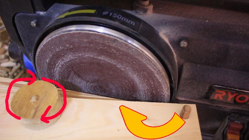 円形板の側面を効率よく研磨する治具