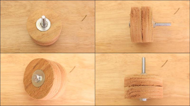 円柱状の板をドリルドライバーで回転させるアタッチメント
